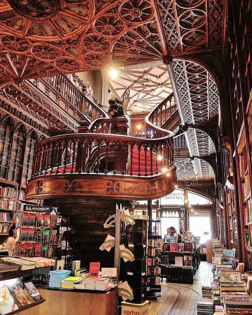 Книжный магазин лейлу в порто фото