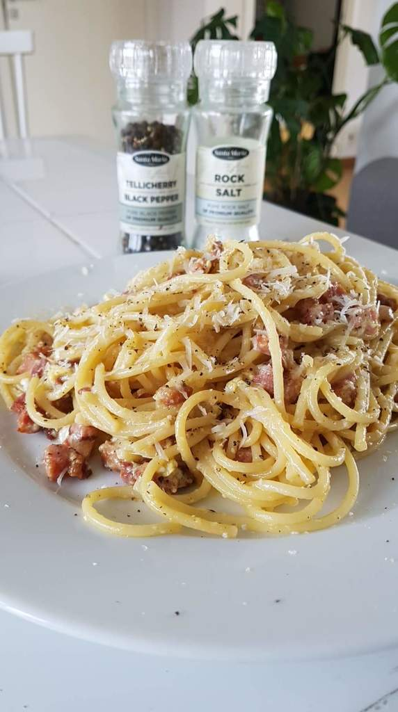 🍲[#FoodPorn] My attempt at a traditional spaghetti carbonara with pancetta. 🔗 https://t.co/sdM55kd1UA https://t.co/dbKkuzRoiA