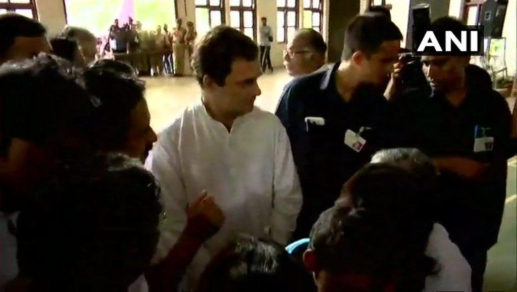 केरल : बाढ़ग्रस्त इलाकों का दौरा करने पहुंचे राहुल, लोगों से की मुलाकात