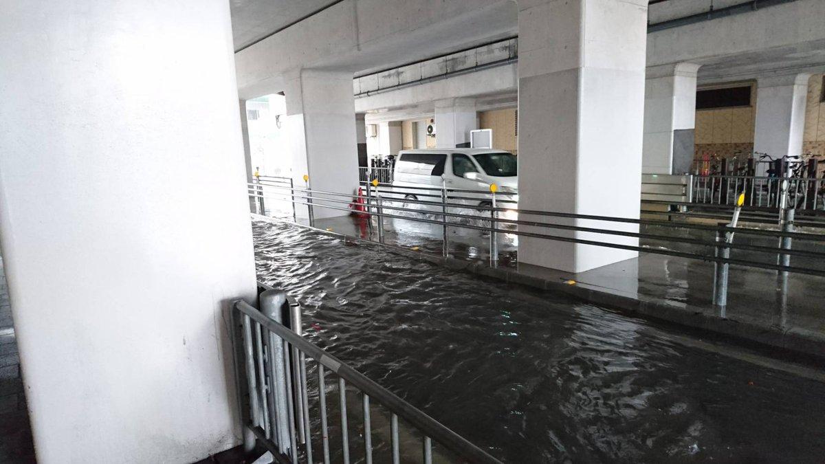 姫路市がゲリラ豪雨で冠水している現場の画像