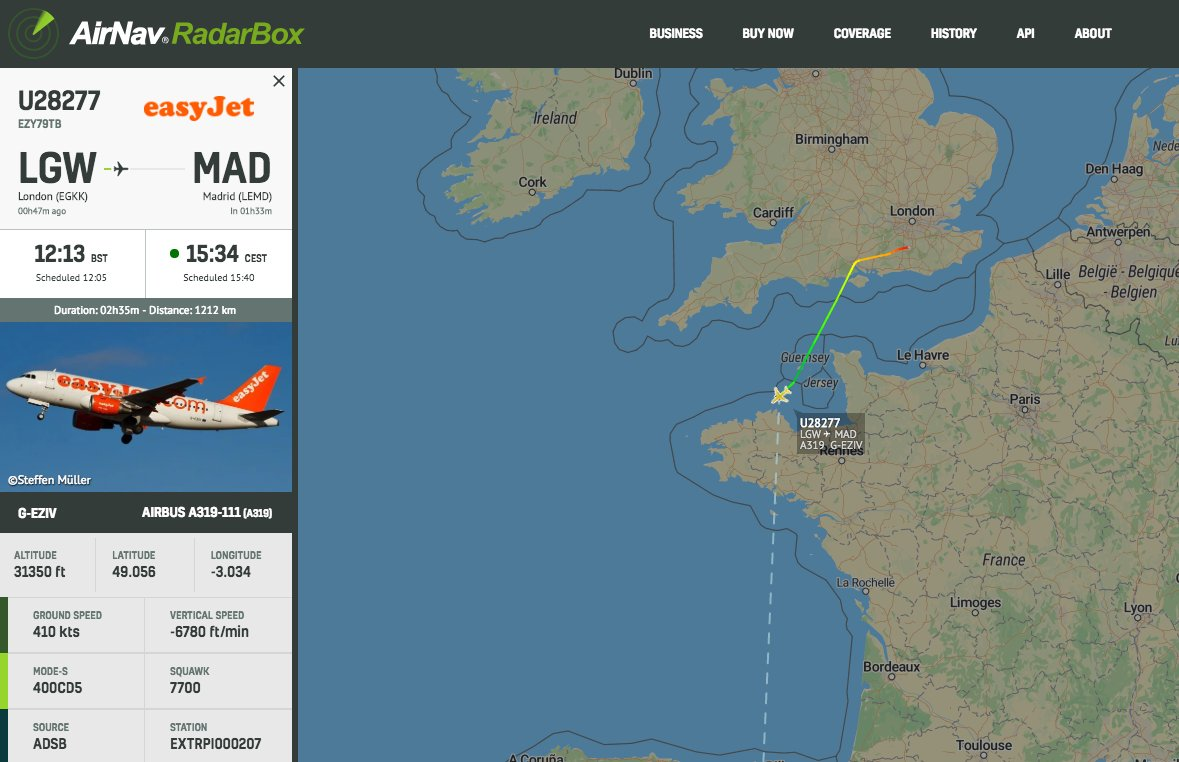 easyJet #U28277 from London Gatwick to Madrid is declaring an emergency #radarbox https://t.co/E9SvTLnMFN