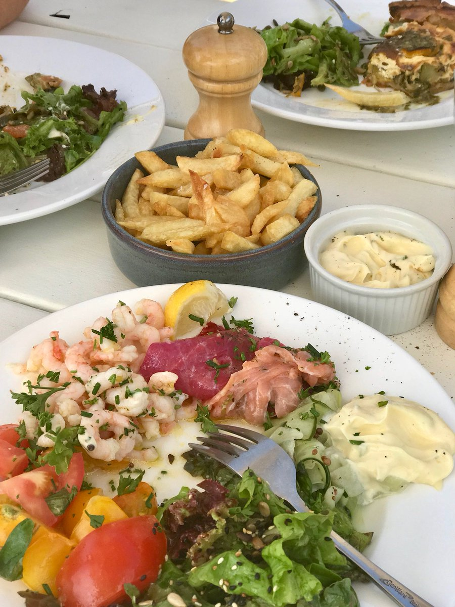 Trio of fish for lunch today with prawns, home grown tomatoes and basil. Yummy... #lunch https://t.co/2DYrXemLbf