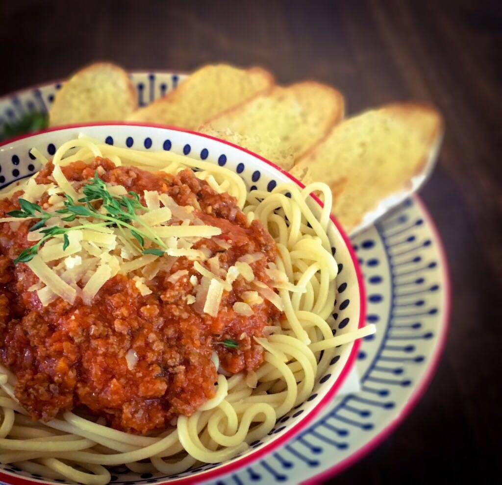 #ThrowbackTuesday Spaghetti Bolognaise served with garlic bread #tbt #tasty #TuesdayMotivation https://t.co/uGqrMJpVtI