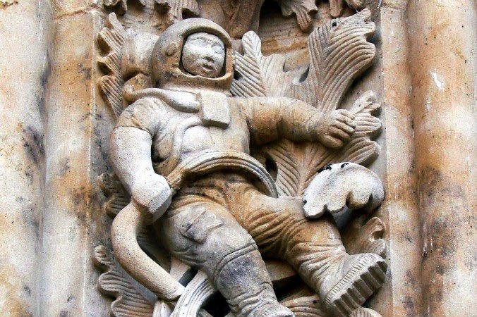 ¿Conocéis el astronauta de la Catedral de Salamanca?  ¡¡Como él hay muchos más 'caprichos de restauración' por el mundo!!  ¿Los descubrimos?