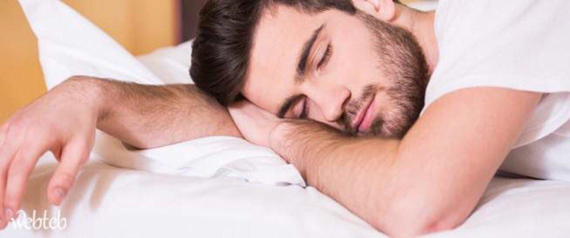 تفسير شخصية من ينام على جنبه ويمد ذراعه: •شخصيه ذكيه •تحب التغيير والتجديد •رومنسيه،  •مزاجيه،  •تتبع قلبها وعاطفتها اكثر من عقلها