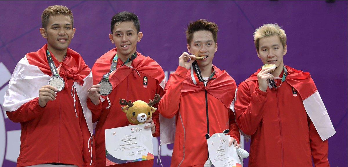 Ganda putra Indonesia, Marcus/Kevin dan Fajar/Rian meraih medali emas dan perak pada nomor perorangan Asian Games 2018.
