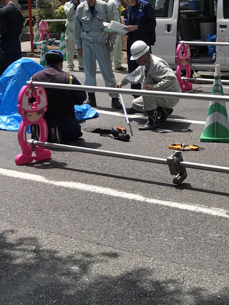 キャナルシティ博多付近の道路が陥没している現場の画像