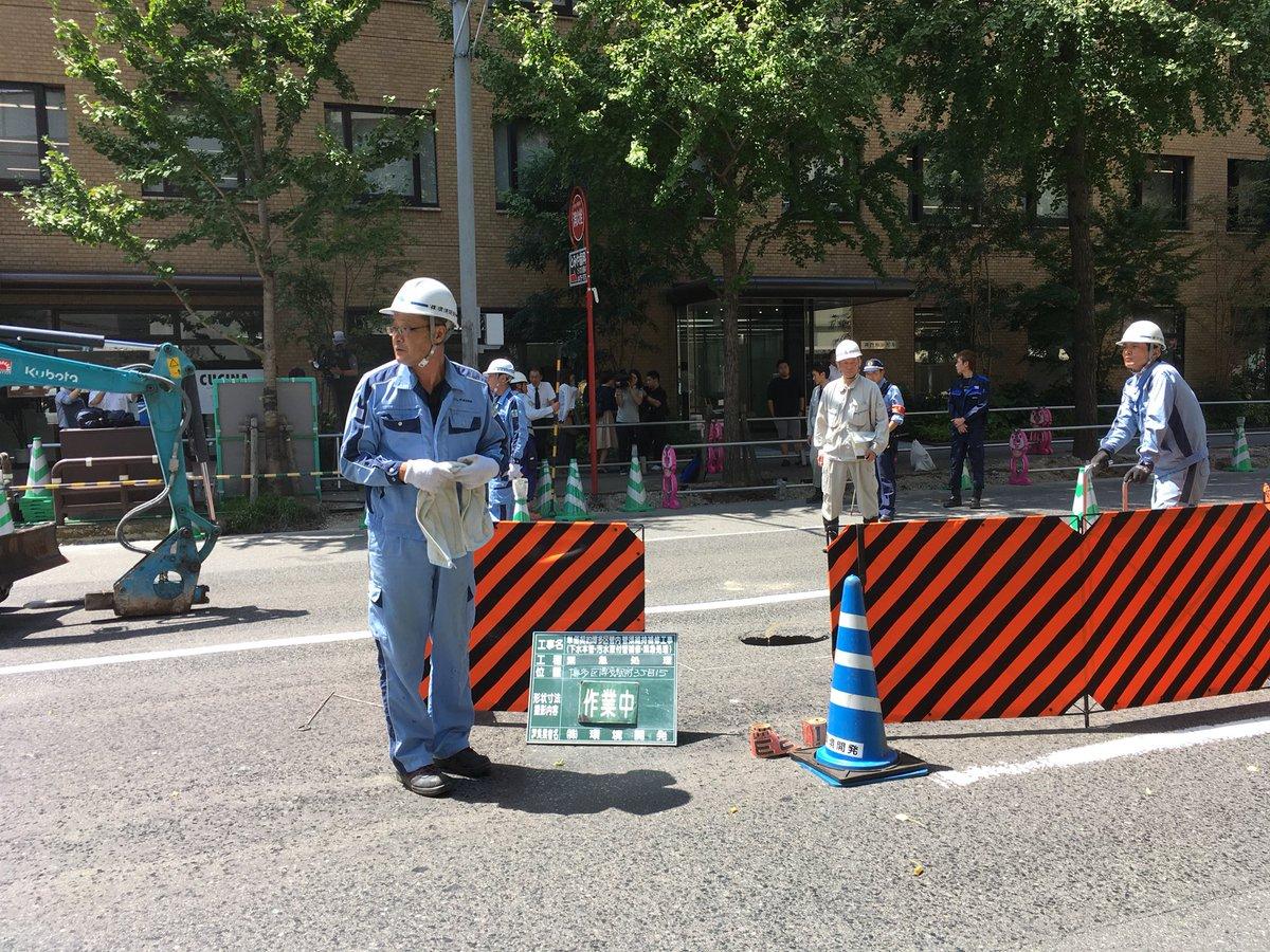 福岡市博多区住吉で道路陥没の現場の画像