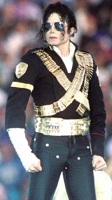 Happy birthday to the world\s greatest dancer kking of pop Michael jackson