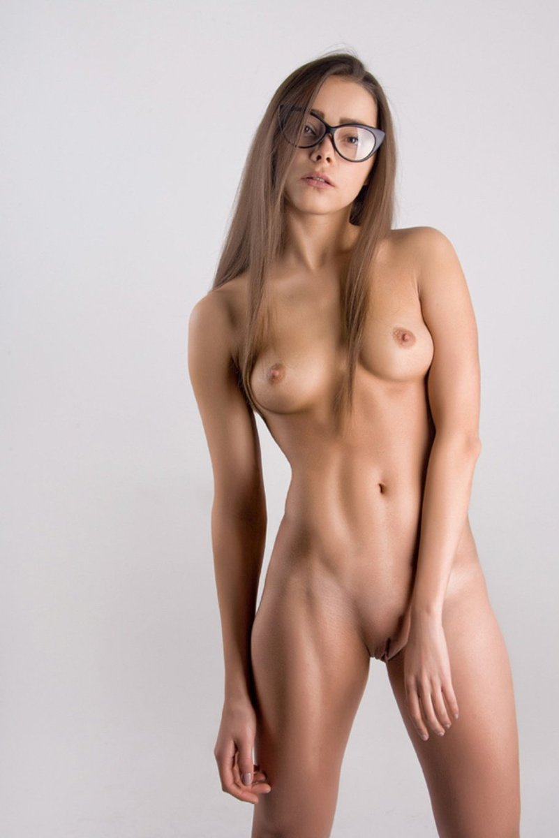 Hot skinny girls and naked women photos