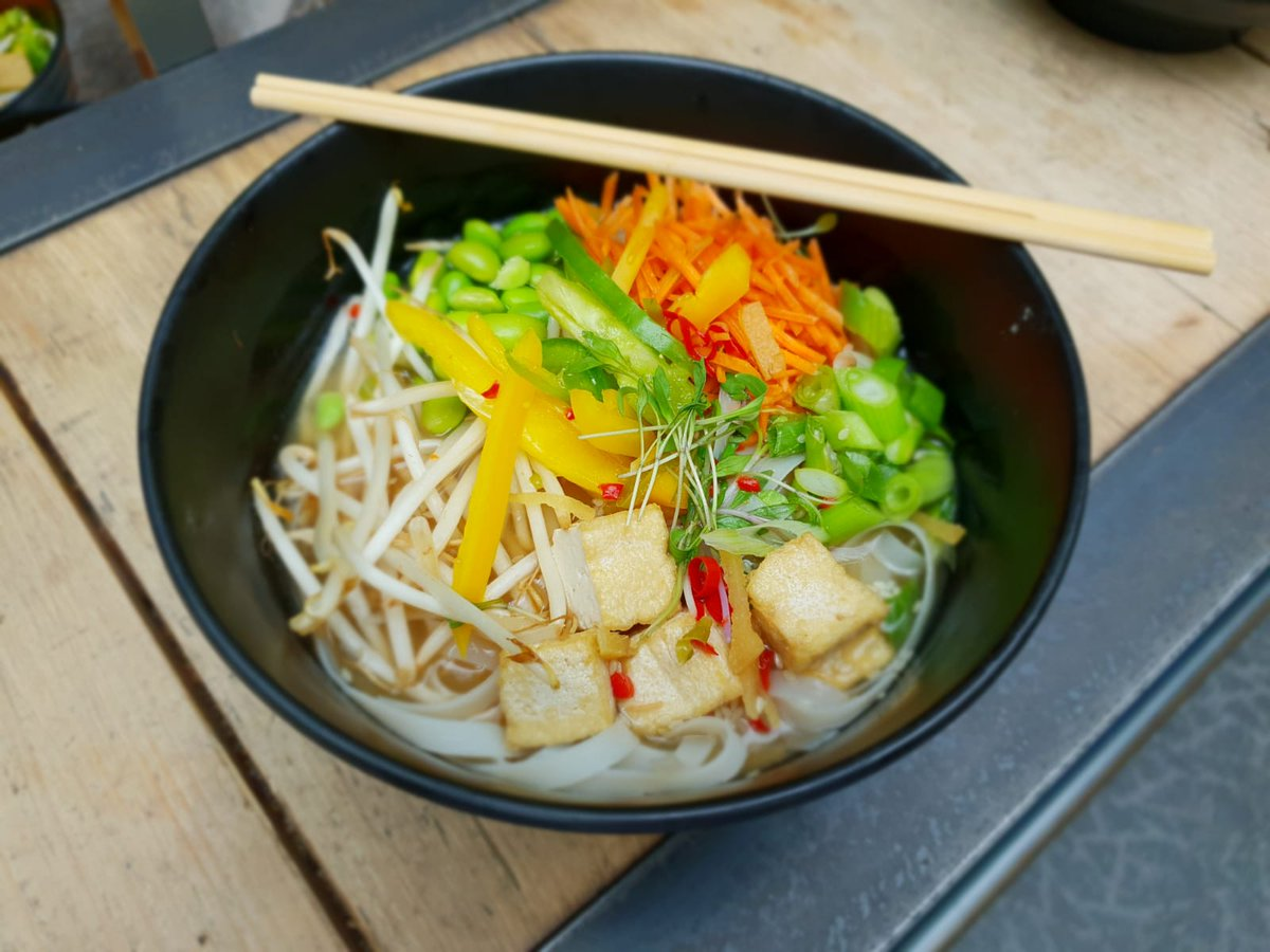 Something for the vegans- tofu and broth rice noodle bowl #tasty #vegan #healthy  #gatherandgather #chefErjan https://t.co/0NGZLnMMOR