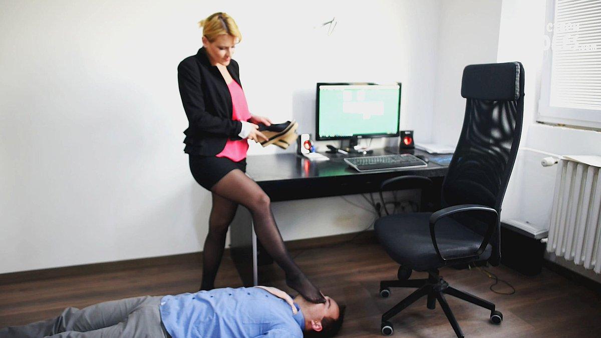 fut-fetish-strogoy-nachalnitsi-v-ofise