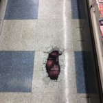 これはガチでびびる!アニメイトの床のペイント!