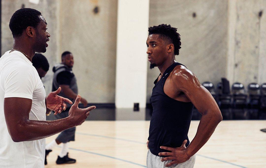 .@spidadmitchell tirando ensinamentos de Dwyane Wade! Tem professor melhor que o ''Father Prime''? 🔥 (via: @DwyaneWade / Instagram) #NBABrasil