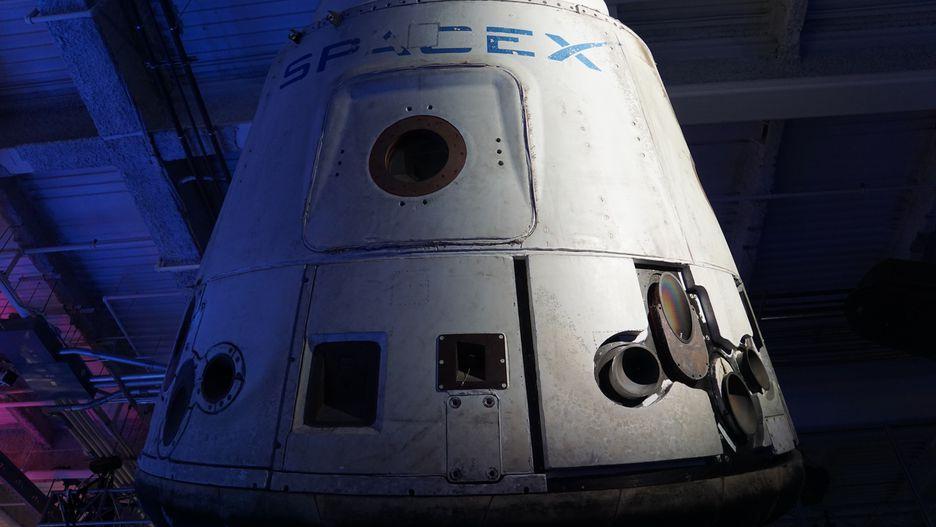 spacex dragon v2 - 936×527