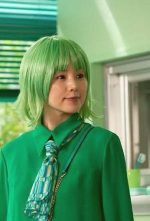緑一色の小西真奈美