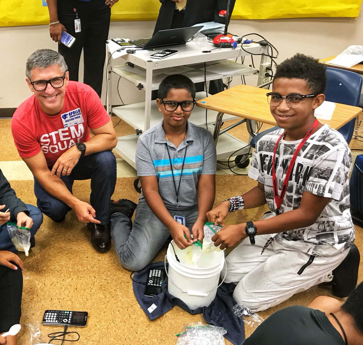 To celebrate #JackKilbyDay, the @TICalculators #STEMSquad partnered with @Berkner_HS and went to @Apollo_JH in Richardson, TX, to share the sweet side of math and science with students by exploring the matter and phase changes of ice cream. https://t.co/AVMrowQq00