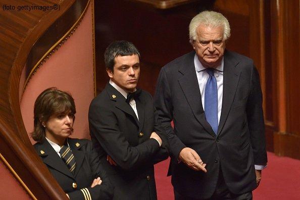 #UltimOra #Verdini condannato a 5 anni e mezzo per bancarotta #Canale50 http://sky.tg/direttaskytg24  - Ukustom