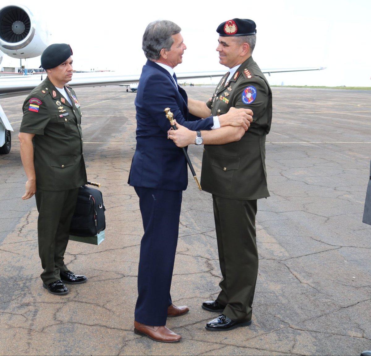 Ministros de Defensa de Brasil y Venezuela estrechan lazos de amistad y cooperación militar Dm00H57WwAEnl3x