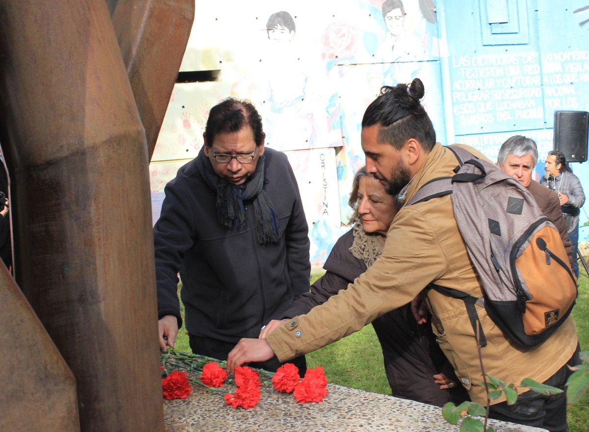 El Colegio de Periodista estuvo presente hoy, 11 de septiembre, en la Universidad de Playa Ancha participando en el homenaje a académicos/as, funcionarios/as y estudiantes victimas de la dictadura cívico militar. Revisa la nota en https://bit.ly/2CIN3az