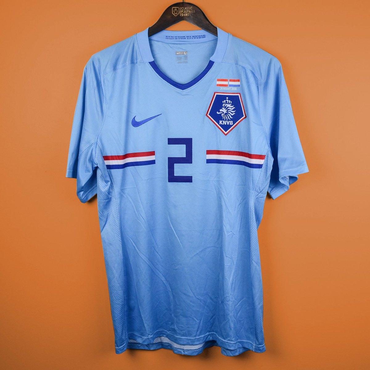 best service 55f92 287fa Classic Football Shirts on Twitter: