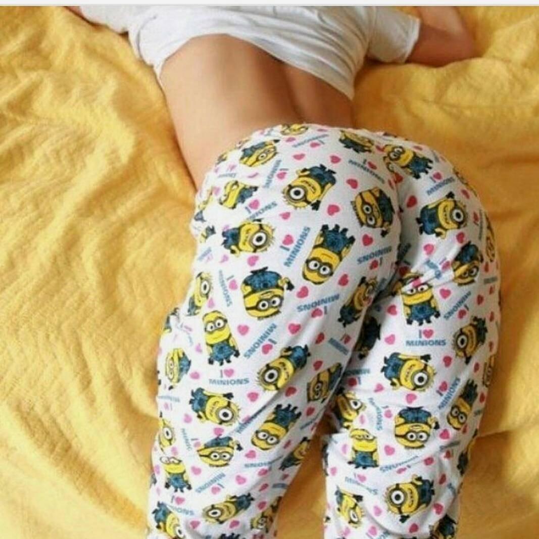 Попки девушек в пижаме