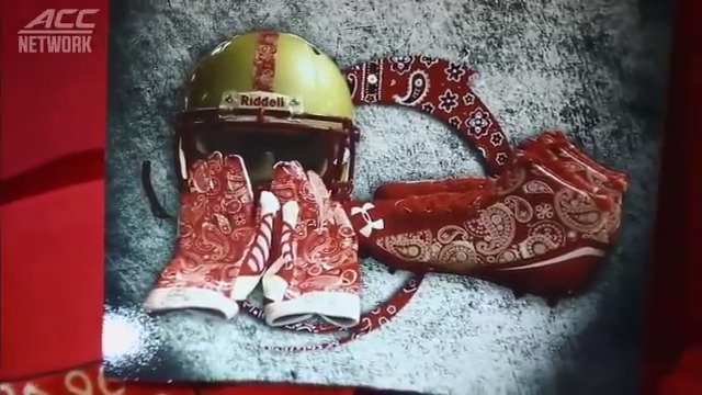 Former @BC_Mens_Lax player Welles Crowther lost his life September 11, 2001, but not before becoming a hero. On the September 11 anniversary, we remember the man in the red bandana: bit.ly/2x5u8S9 (via @theACCDN)
