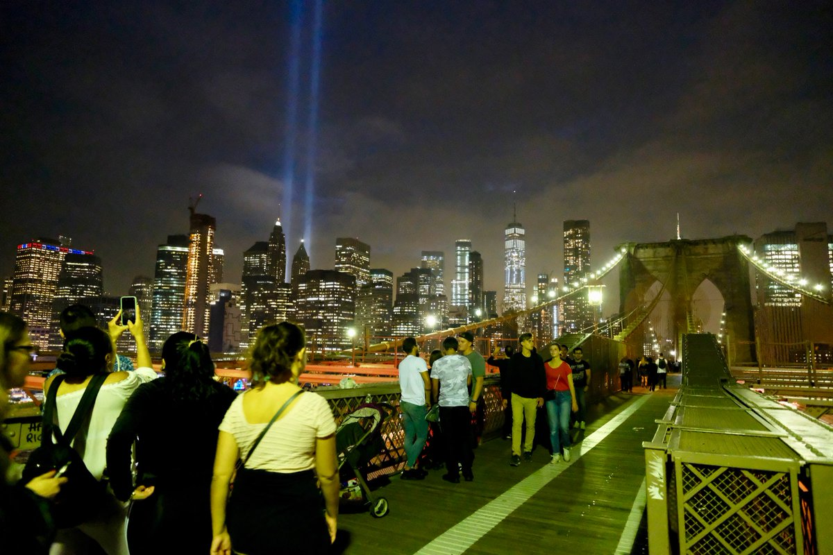 #TributeInLight, now at the Brooklyn Bridge. #NeverForget<br>http://pic.twitter.com/MrqcsZp4wV