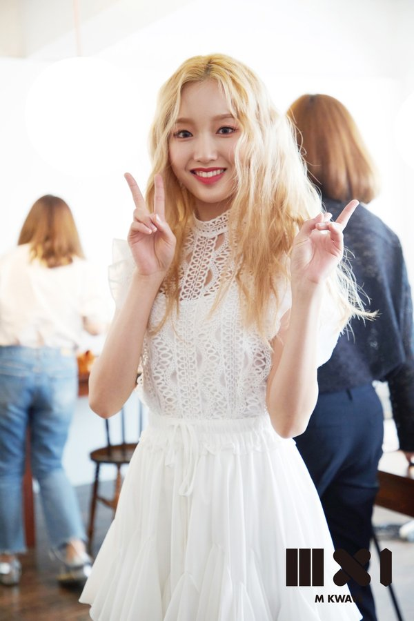 Image result for gowon loona site:twitter.com