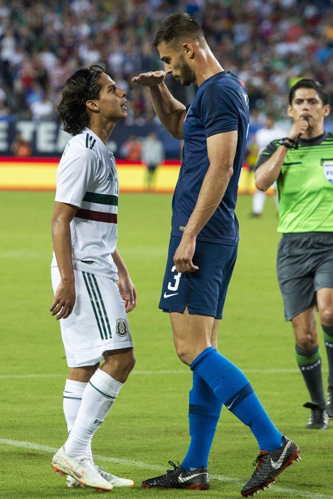 ¿Cuánto mide Diego Lainez? - Real height Dm3gtuoW4AE4_Ss
