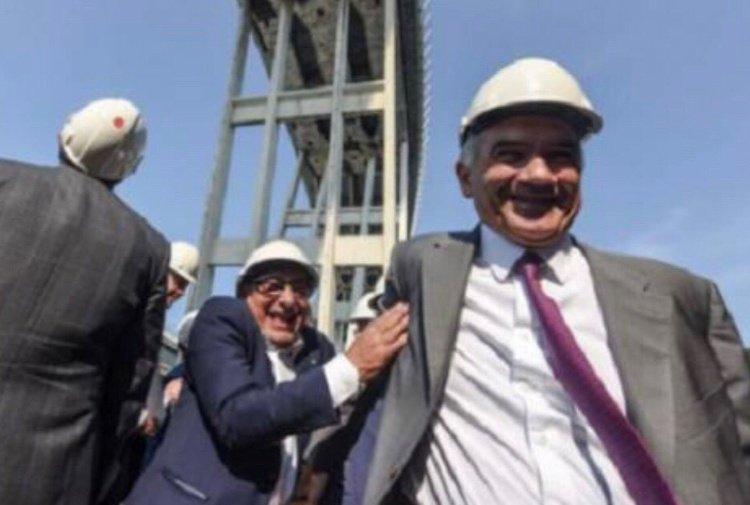 I manager di Stato che ridono sotto il ponte Morandi in macerie.  La polemica di @LuigiCarletti2 per #TiscaliNews https://notizie.tiscali.it/cronaca/articoli/manager-Stato-ridono-sotto-ponte-Morandi/  - Ukustom