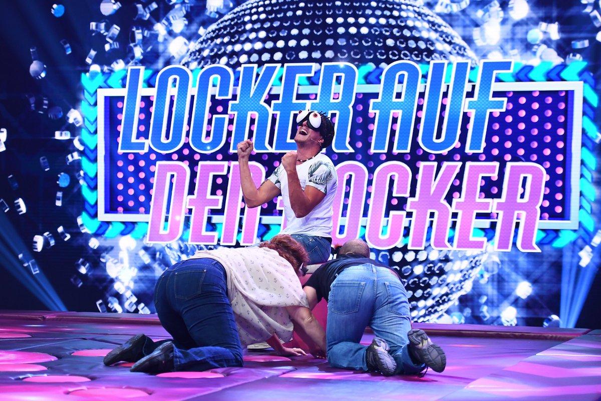 Wer tanzt sich locker auf den Hocker? Wer wird durch das Studio katapultiert? Herrlich verrückt – verrückt herrlich. #GameofGames – die neue Comedy-Spiele Show mit @buelent_ceylan am #FunFreitag https://t.co/N85LfUUuw8