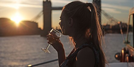 Fancy winning a Thames dinner cruise for 4 people? Youll get to enjoy fabulous views, live music and a 4-course meal while sailing past Tower Bridge! 😍🌉 Find out more here ➡️ goo.gl/Pjg3Vn
