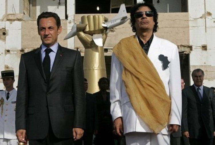 """Sarkozy voleva altre """"primavere arabe"""" per sbarazzarsi di Eni. Le pesanti accuse di Gheddafi Jr . il punto di @OrruPaolo per #TiscaliNews https://notizie.tiscali.it/esteri/articoli/Muammar-Gheddafi-con-Nicolas-Sarkozy/  - Ukustom"""