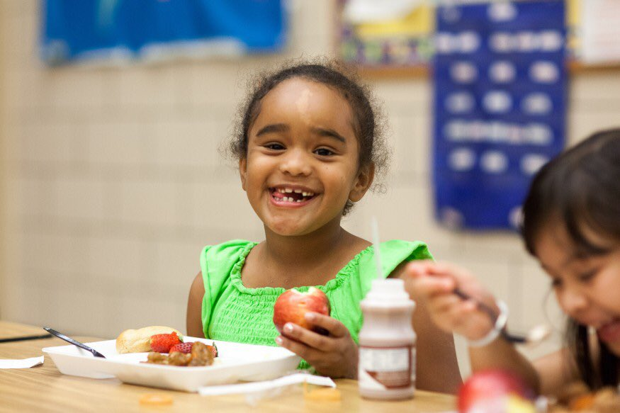 A child's chance for a bright tomorrow starts with getting enough healthy food to eat today. But in America, 1 in 6 children may not know where they will get their next meal. #VotetoEndHunger<br>http://pic.twitter.com/iWGJQTyahq