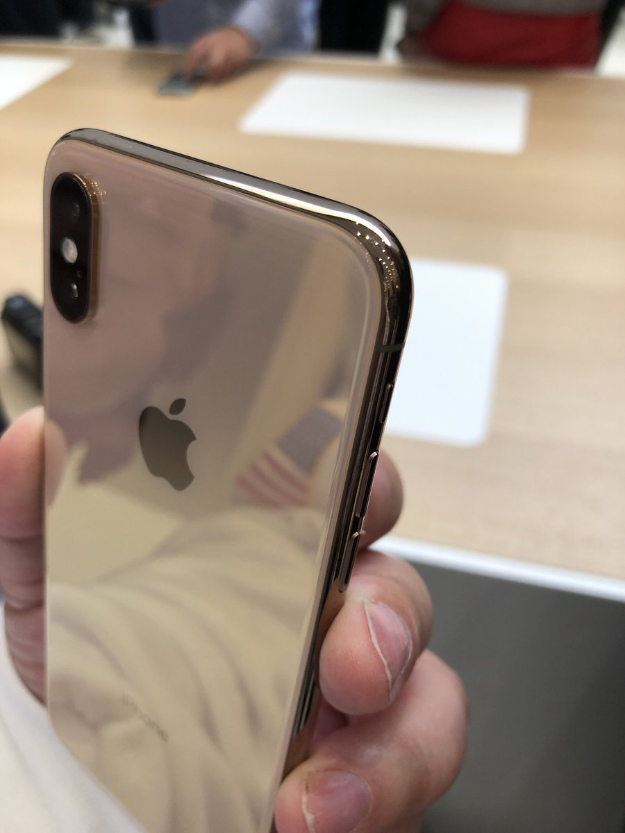 here s the gold iphone xs it s more brassy nice. Black Bedroom Furniture Sets. Home Design Ideas