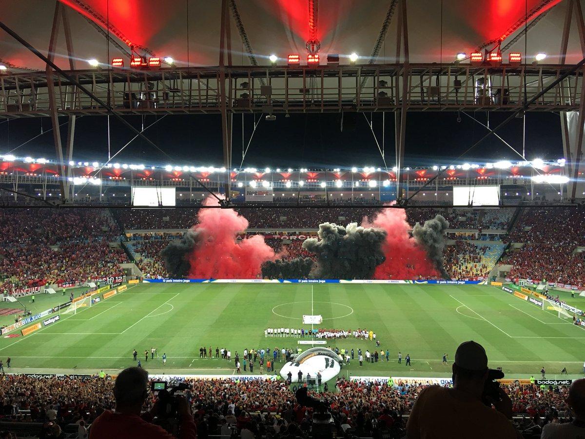 Em campo. Pra cima deles, Flamengo. #FLAxCOR #CRF