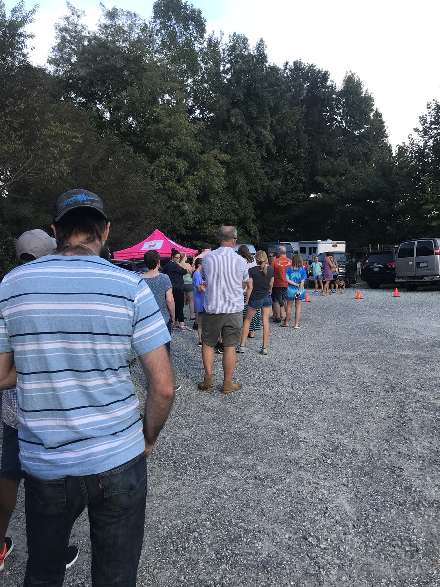 The line of folks waiting to pick up foster dogs for the weekend so coastal shelters can evacuate here before #HurricanceFlorence. Many more behind me. Sometimes humans are okay. ❤️