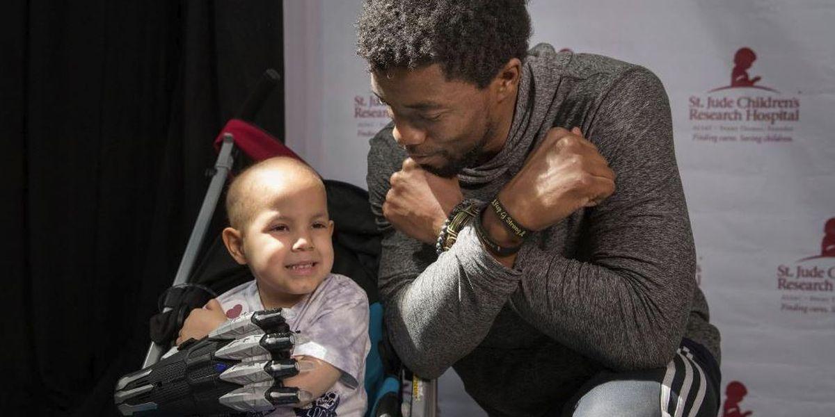 'Black Panther' actor @chadwickboseman visits @StJude patients | #wmc5 >>https://t.co/BFHurAXE2w