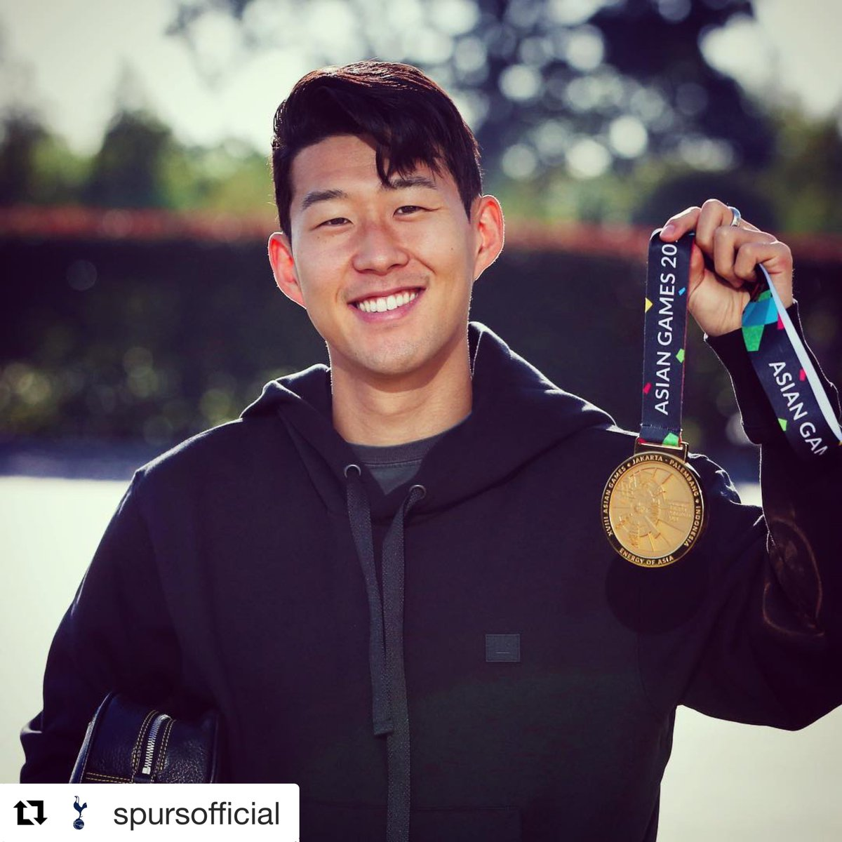 He's from Seoul but he's not a soldier 🎶🥇 (📸 via @SpursOfficial)