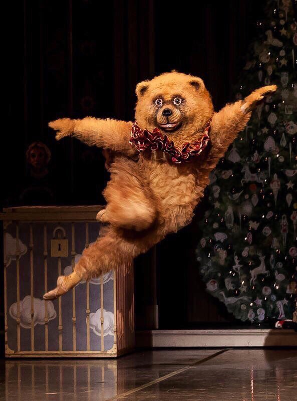 某バレエ団の熊が狂おしいほど好きなので壁紙にしたら風邪の時に見る夢みたいな画像になったので共有させてください