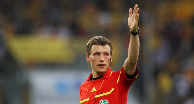 Die Schiedsrichter für #BVBSGE: 🗣️ Benjamin Cortus 🚩 Florian Badstübner 🚩 Thomas Stein 4⃣ Guido Winkmann 📺Günter Perl Foto