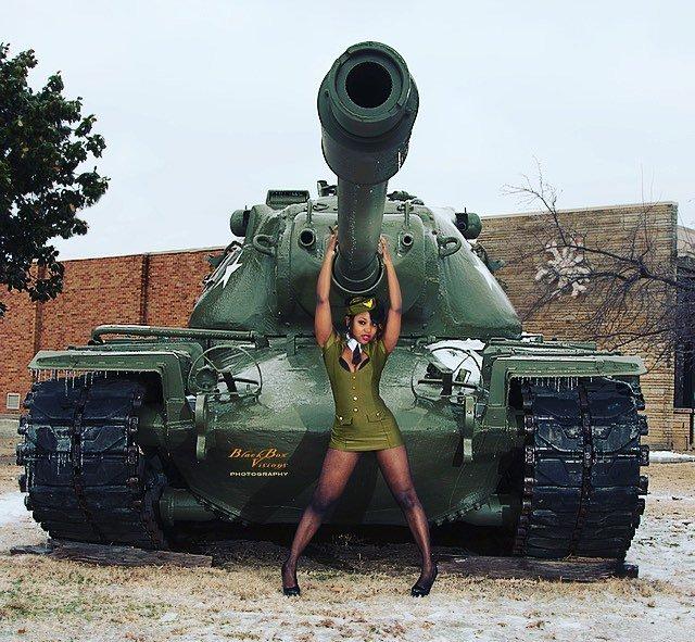 chulki-video-tankistki-seks-fisting-bolshimi-predmetami
