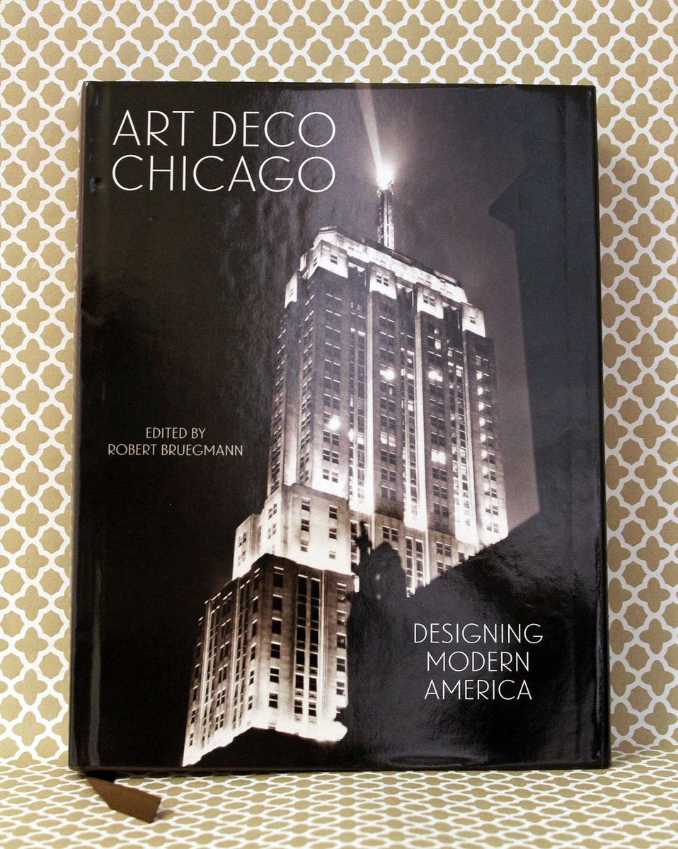 This is some book! Art Deco Chicago, edited by Robert Bruegmann, looks at the #ArtDeco style that developed in #Chicago & narrates its evolution in 101 key works with incredible photos. Co-published with @chicagodeco ow.ly/773230lDcrJ #artdecochicago #chicagoarchitecture
