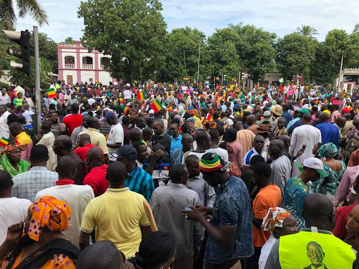 L'opposition ne lâche toujours pas la contestation de la présidentielle. En attendant la marche de la majorité demain dimanche 2 août, elle mis dans la rue plusieurs milliers de personnes pour dire non à la fraude électorale. #presidentiellemali2018  #Koulouba2018