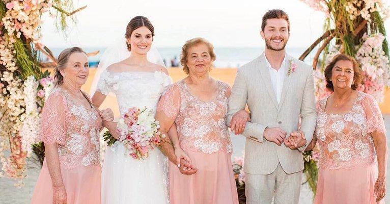 Camila Queiroz se emociona ao relembrar participação das avós em seu casamento com Klebber Toledo-> https://t.co/hukGhBksnW