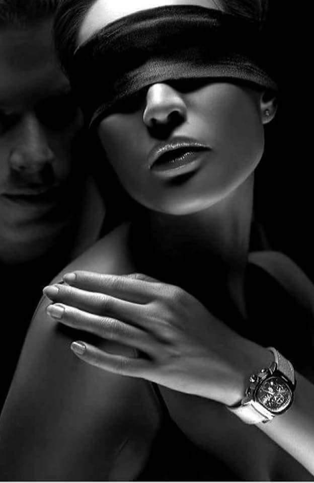девушка с завязанными глазами мужчина сзади фото уникальная