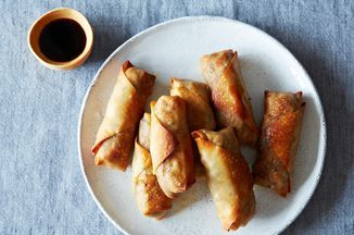 Baked #Tofu and vegetable egg rolls @Food52 https://t.co/YPo3hWb9Cj https://t.co/Pb5Leucqfs