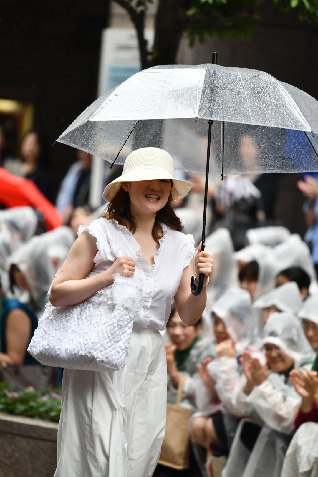 画像,凱旋門の11時公演がmy千秋楽なので、ついでに入り待ちしました生憎の雨でしたが来て良かったです(^^)桜良花嵐さん、もう少しお顔見せて欲しかったなぁ(^_^;叶…
