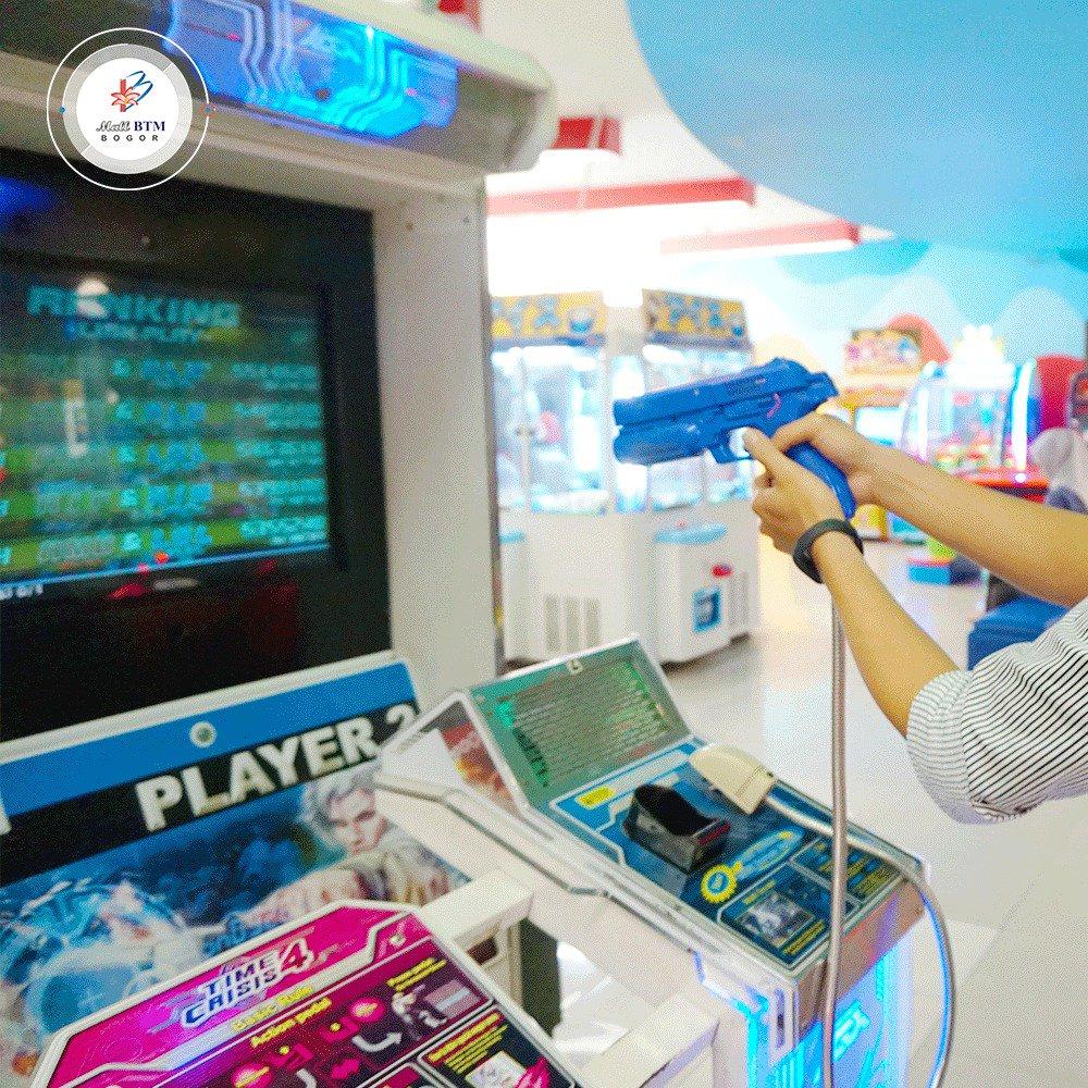 Ceriakan weekend kamu dengan bermain di Game Master Mall BTM! Atur strategi kamu untuk menang di games Time Crisis 4! Siapa nih yang pernah main permainan tembak-tembakan ini di Game Master? -- #mallbtmbogor #timecrisis #gamemaster #zone2000 #games #gamer #gamesindonesia pic.twitter.com/UGUlTAPnQF